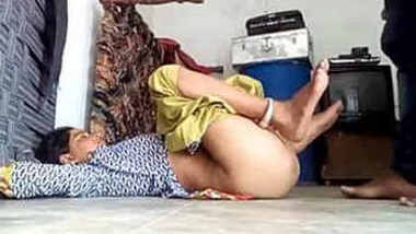 desi wife shaved pussy fucked in floor