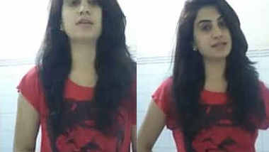 indian babe showing boobs saying mujhe toh yaad hi nahi main bra nahi pahni hu