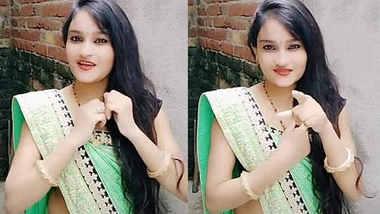 cute college doll aarti singh navel show