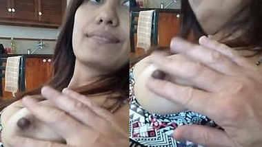 desi nri aunty boobs play in kitchen