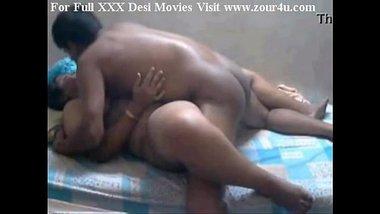 Mallu maalkin ki Telugu naukar se damdaar pussy fuck clip