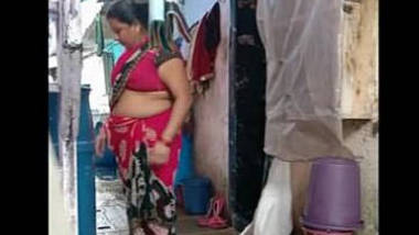 Rani aunty hot in home milky bubbly navel expose