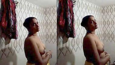 Desi bhabhi nude bathing recording for lover