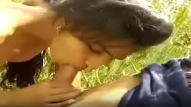 Naked desi girlfriend sucking lover's penis in outskirts