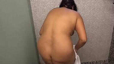 Hot Desi Bhabhi Nude Bathroom Scene