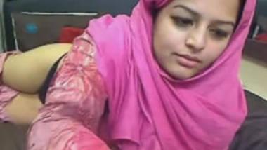 Pakistani girl Noreens first webcam performance