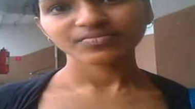 Indian Chennai babe Priya exposing nipples to boyfriend