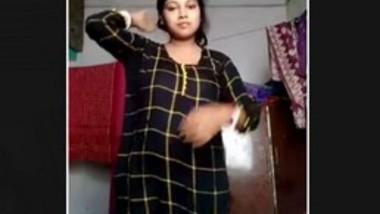 Hot Desi Bhabi Changing Cloths
