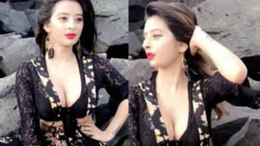 Ankita desi girl cleavge show