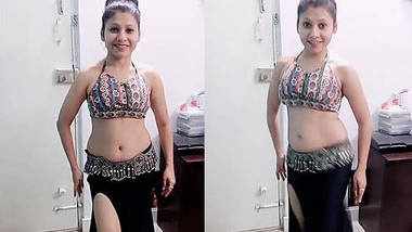 Cute college babe Bindu bolar erotic chubby navel saggy belly dance