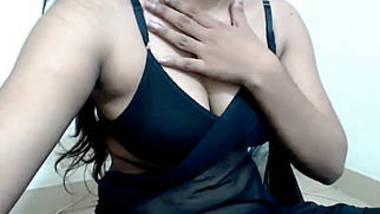 desi hot bhabhi teasing with big boob when husband's gone
