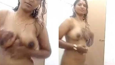 Sexy Rupa Bhabhi Nude Bath and Showing her Pussy