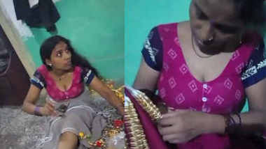 Hot bhabhi homemade hot cleavage expose in bare blouse.