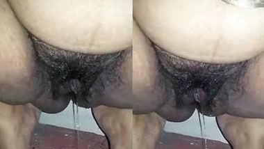 Tamil aunty pissing