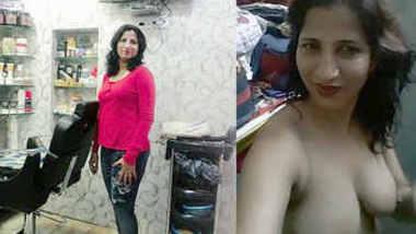 Hot Aunty Nirmala Showing her sexy Body