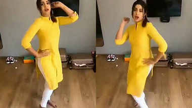 beautiful desi babe with fit figure dancing