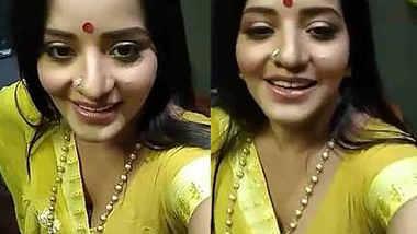 Monalisa bhabhi sexy in saree selfie video
