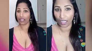 bangla aunty clevage capture