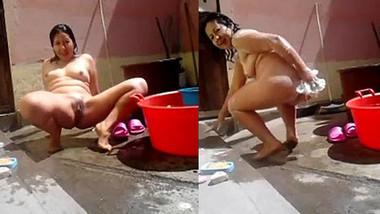 Thai sex girl naked bathing