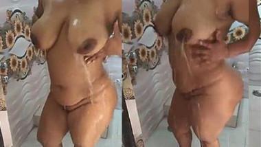 Big Boobs and Sexy Figure Indian woman Taking bath