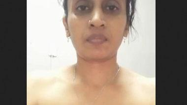 Desi bhabi hot boobs
