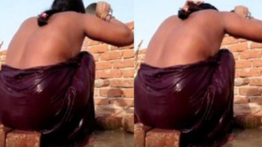 Bhabi Bathing Outdoor Make Videos for Hubby