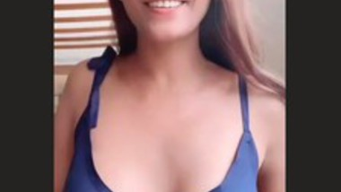 Poonam Pandey Braless Hot Clip (Must Watch)