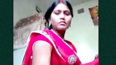 Desi village wife show her sexy boobs