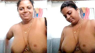 Horny Mallu Aunty Showing Her Big Boobs