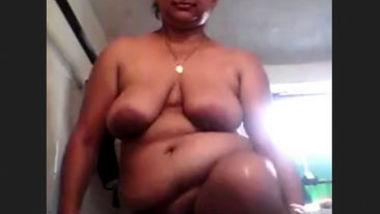 Desi fatty bhabi bath