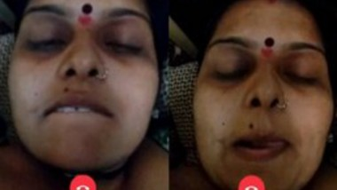 Bhabi Showing Her Big boobs On Video Call