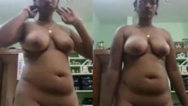 Sexy figure Mallu Bhabi Nude Show