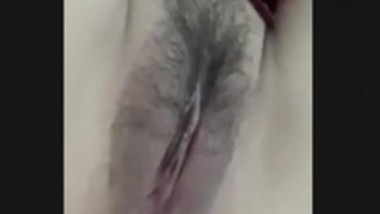 HAIRY SEXY AUNTY SHOWS PUSSY LIPS