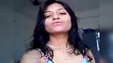 Riya Bhabi Fingering Selfie