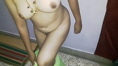 Waah bhabhi removing n showin cute boobs n shaved hot pussy