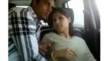 Desi college girl fingering n sucking in car