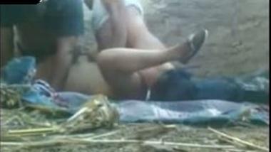 Desi mms sex scandal of village bhabhi in threesome