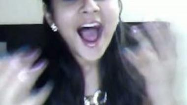 Hot NRI Bhabhi Masturbates For Lover On Webcam