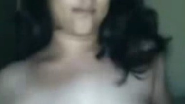 Bangalore Engineer exposes her big boobs on cam scandal