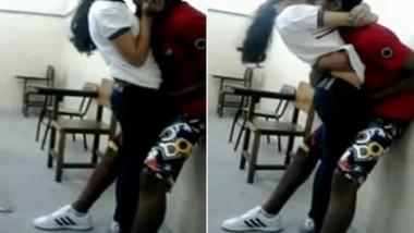 Boyfriend fingering Gf in classroom standing romance