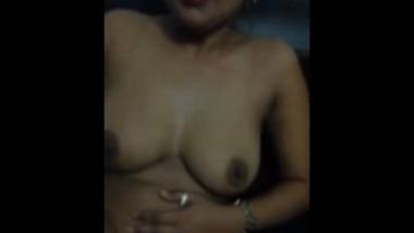 Young desi bhabhi fingers and masturbates on cam