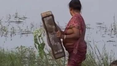 Village aunty blouse less boobs