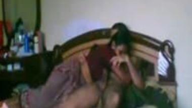 Desi chudai Hindi sex video of sexy Indian wife Renu