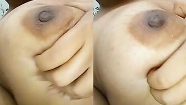 Desi girl pressing her Boobs