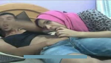 Pakistani home sex video of mature wife with husband's friend