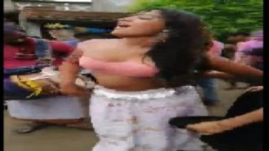 Nude Dance By Desi Chicks On The Streets