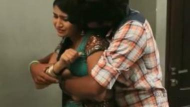 Devar seduces big boobs bhabhi in saree in bedroom!