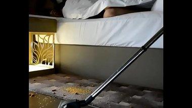 Delhi Aunty Flashing Hot Butt To Hotel Staff