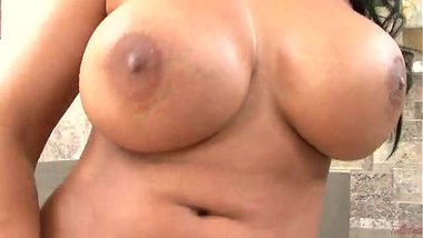 Priya Rai squirting after fingering her pussy
