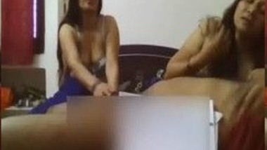Sexy Indian Aunties Giving Blowjob To Horny Uncle